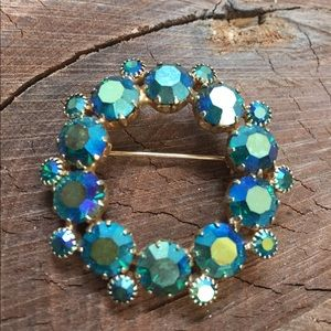 Jewelry - 1950's Round Wreath Brooch Iridescent Stones